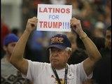 """Con pancartas que decían """"Latinos for Trump"""" llegaron hombres y mujeres a la convención republicana"""
