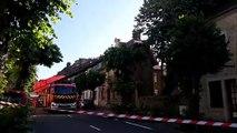 Les pompiers font tomber les branches du tilleul rue Rouget de Lisle
