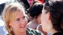 Amy Schumer dévoile sa cicatrice de césarienne avec le sourire!