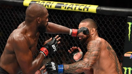 Jon Jones Appeared To Be Injured After Winning Fight Against Thiago Santos