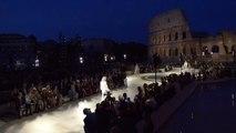 Fendi homenajea a Karl Lagerfeld con                            un desfile de lujo frente al Coliseo
