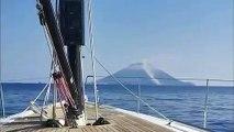 L'éruption du Stromboli filmée depuis un voilier