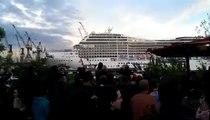 Ce bateau joue de la musique en utilisant sa sirène