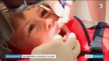 Santé : des dentistes sensibilisent des patients à bord d'un catamaran