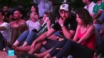 الجزائريون فرحون بتأهل منتخبهم للدور ربع النهائي
