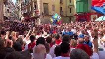 Insultos y pitada a UPN en la calle Curia