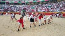 El 'flashmob' que ha puesto a bailar a l Pplaza de Toros de Pamplona en la espera del segundo encierro.