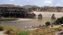 Tarihi Hasankeyf Kalesi'ne tekneyle ulaşılacak - BATMAN
