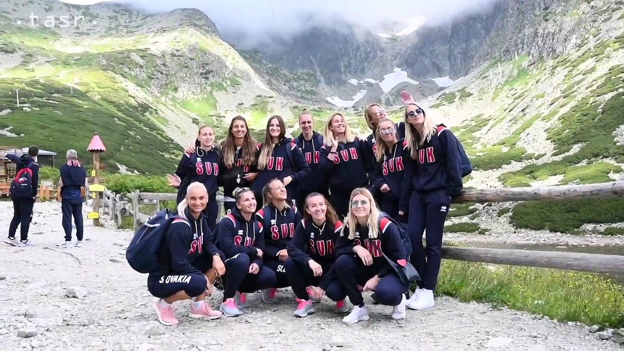 Volejbal: Slovenky vyniesli trofej pre víťaza ME na Lomnický Štít