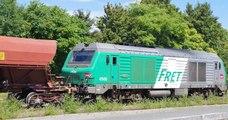 Alors qu'il transportait des blindés de l'armée, ce conducteur a abandonné son train, estimant avoir terminé sa journée
