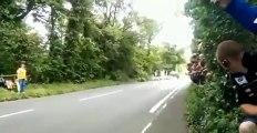 Así te pasa a 300 km/h una moto en la Isla de Man