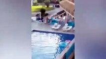 En colère elle lance toute la terrasse dans la piscine de l'hotel ! Chaises, lits, parasols...