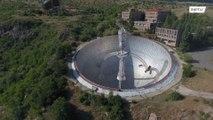 Взгляните на гигантский заброшенный радиотелескоп времён СССР, расположенный в горах Армении