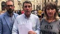 Impulso Ciudadano denuncia a Colau por no retirar los símbolos independentistas del Ayuntamiento
