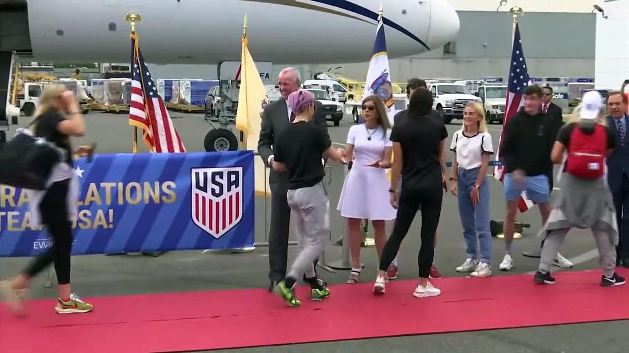 Victorious U.S. women arrive safely in Newark