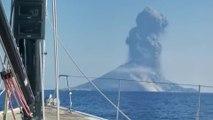 L'éruption du volcan Stromboli filmée depuis un voilier