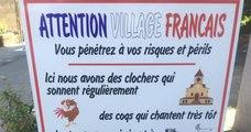 Un panneau disposé à l'entrée d'un village alerte les touristes sur les bruits de la campagne