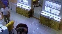 Kuyumcudan hırsızlık güvenlik kamerasında