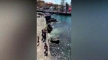 Un coche cae al agua en el muelle Puerto de la Cruz