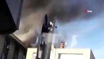 Şişli'de izolasyon yapılan çatı alev alev yandı