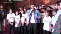 Hrithik Roshan Choses To Sit On The Floor To Watch Some Kids Perform On Stage