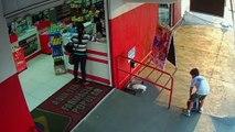 Un enfant trouve un chiot et lui sauve la vie en l'abandonnant devant un magasin