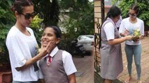 Malaika Arora enjoys with school girls at outside Gym; Check out | FilmiBeat
