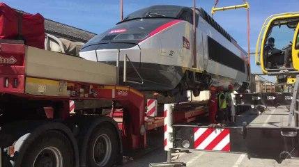 La SNCF déménage une motrice vers le nouveau technicentre de Romilly-sur-Seine