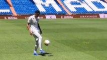 Les jongles d'Eder Militão lors de sa présentation au Real Madrid