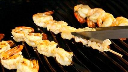 Brochettes de crevettes au citron et à l'ail