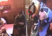 Un homme armé veut entrer dans un bar et se fait maitriser par le videur !
