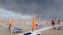 Touristenpanik und Hagelsturm: Unwetter an italienischen Stränden