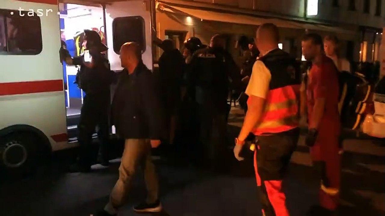 V centre Bratislavy sa pobili fanúšikovia, na mieste zasahovala polícia aj záchranári