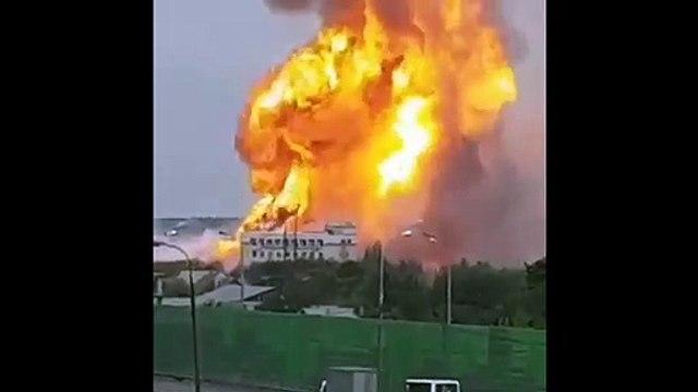 Découvrez les images très impressionnantes d'un incendie géant dans une centrale thermique en banlieue de Moscou