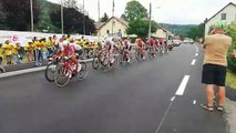 Les premiers cyclistes viennent de passer à Fresse-sur-Moselle