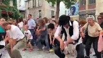 200 personnes rejouent la scène de danse de Rabbi  Jacob en plein Paris