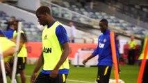 لقطة: كرة قدم: جماهير ليفربول تستفز مان يونايتد خلال حصته التدريبية