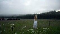 El canto embelesador de una chica nórdica para atraer a las vacas