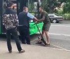 Un homme en trottinette se fait calmer après une embrouille avec un chauffeur de bus !