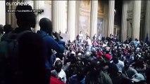"""Des """"gilets noirs"""" occupent le Panthéon"""