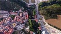 Imágenes aéreas de Pamplona durante los Sanfermines desde un helicóptero