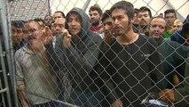"""Mike Pence dénonce une crise migratoire qui """"submerge notre système"""""""