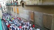 Los Miura a su paso por el Ayuntamiento de Pamplona antes de las tres cornadas