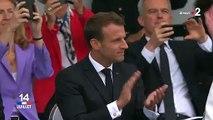 """Un """"homme volant"""" au-dessus des Champs-Elysées pour le défilé du 14-Juillet"""