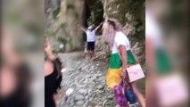 RTV Ora - Rritja e lumit bllokon turistët në kanionet e Holtës, nxirren 4 të parët