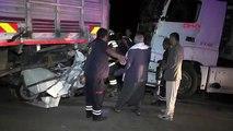 Yakıtı bitip kamyonla çekilen otomobile, TIR çarpt: ı 3 ölü, 2 yaralı