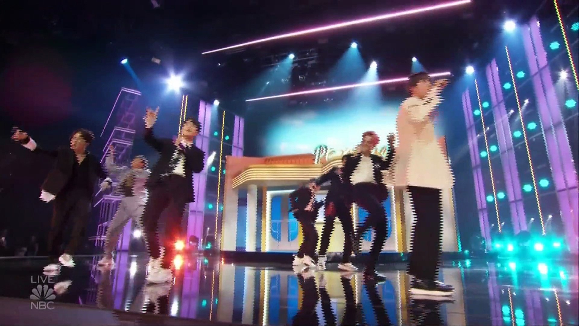 BTS 'Boy with Luv' (feat.Halsey) Live on The Billboard Music Awards 2019