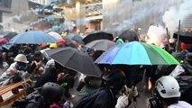 Polícia de Hong Kong usa arma em protesto