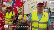 """Hypermarché sans agents de caisse : les manifestants et les """"gilets jaunes"""" envahissent le Géant Casino d'Angers"""