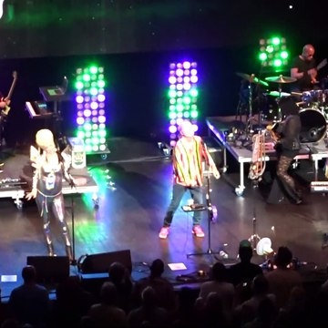 """THE B52s """"Give Me Back My Man"""" Hammersmith Apollo, 2019."""